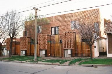 Andrea Lanziani, Francisco Cadau, 4 casas con patio al frente