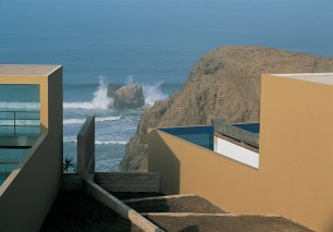 Sandra Barclay, Barclay&Crousse, Casa Equis, Cañete, Perú, 2003.