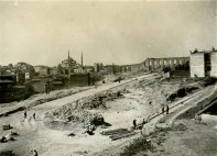 Leyla Turgut, Henri Prost, et alt., urbanización del bulevard Atatürk, Estambul, 1942-1959. Imagen de las obras en 1942