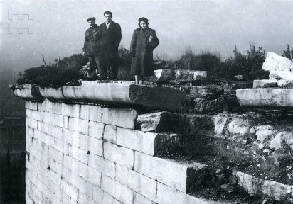 Cahide Tamer, visita a la restauración de la Fortaleza de las Siete Torres (Yekidule), Estambul, 1959