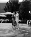 Anna Castelli con su marido, 1949.
