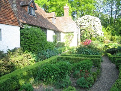 Gertrude Jekyll y Edwin Lutyens; Munstead Wood, Casa propia y jardín en Surrey, Inglaterra, 1896