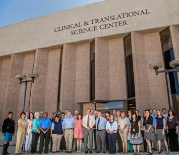 Peggy Hooker, con Flatow, Moore, Bryan y Fairburn, Cancer Research Center, Universidad de Nuevo México