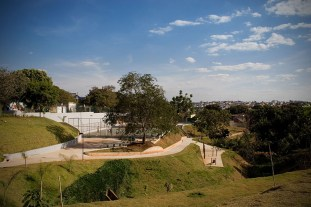 Edwiges Leal - B&L Arquitetura - Parque de Mayo, Bello Horizonte, 2008.