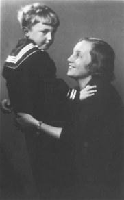 Lyubov Zalesskaya con uno de sus dos hijos en 1935. 1929.