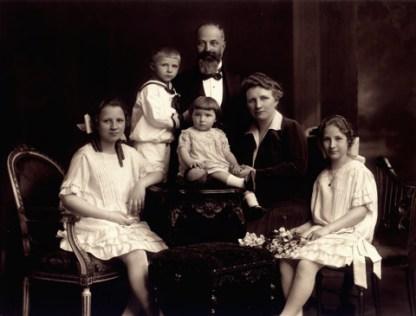 Helene Koller-Buchwieser junto a su familia.