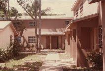 Dorothee Stelzer King, Sutton Street Vivienda Pública, Bahamas