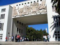 Gabriela González, Edmundo Buddemberg, Arco de la Escuela de Medicina, Universidad de Concepción