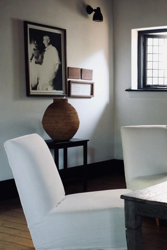 detail du salon de la satyagraha house