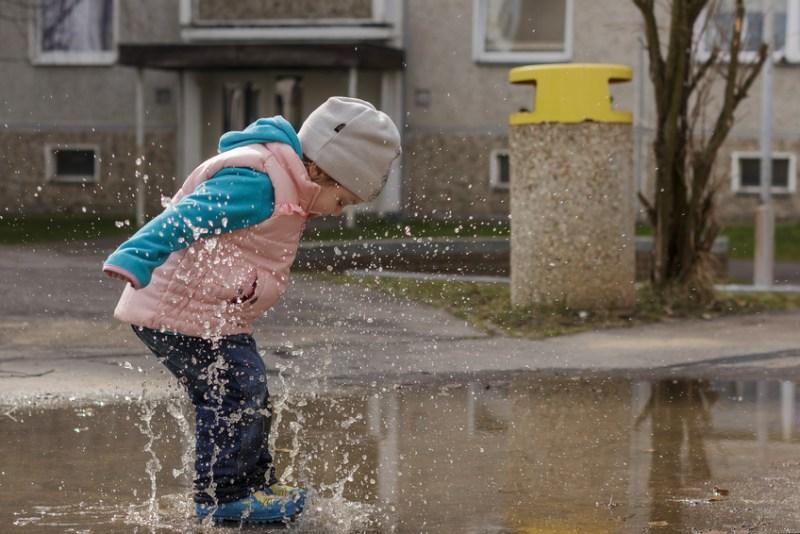 lacher prise et sauter flaque eau