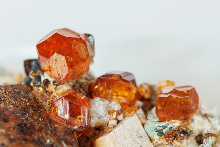 birthstone-january-spessartite-garnet-mineral