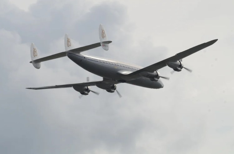 Lockheed L-1049 photo