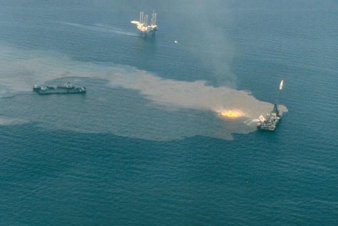 incendie petrole