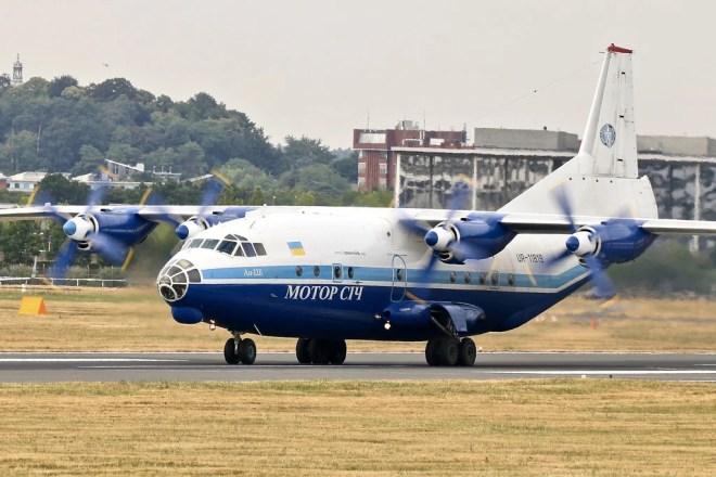 Antonov An-12 photo