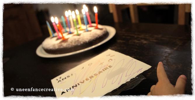 Gâteau et cartes d'anniversaire personnalisés