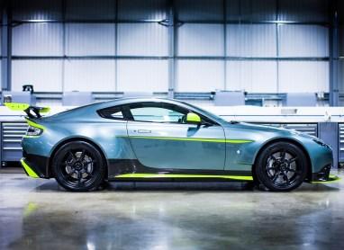Aston_Martin-Vantage_GT8-2017-1280-03