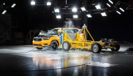 New Volvo XC40 - Crash Test side impact - from 3/4 angle
