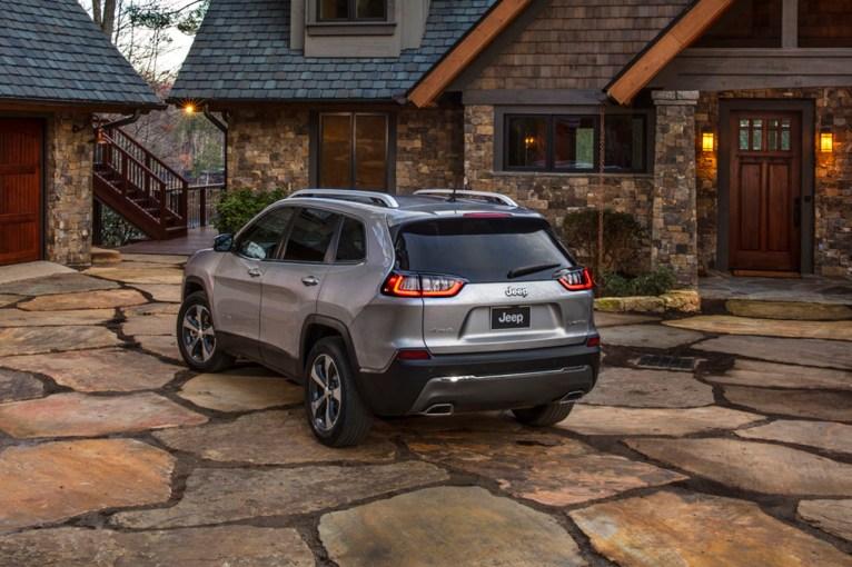 2019-jeep-cherokee-02