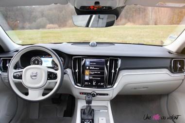 Volvo V60 intérieur écran volant