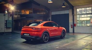 Porsche Cayenne Coupé arrière orange échappement jantes