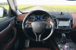 Maserati Levante 2019 intérieur volant écran combiné