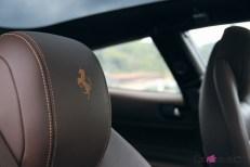 Ferrari GTC4 Lusso détail appuie-tête intérieur