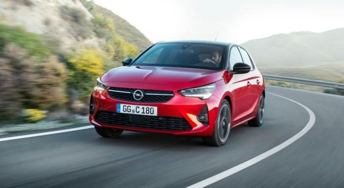 Opel Corsa 2019 citadine rouge calandre logo