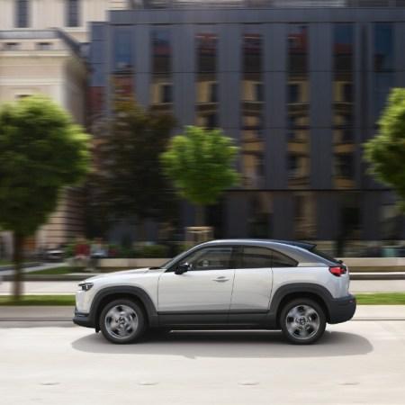 Mazda MX-30 2019 dynamique profil SUV coupé