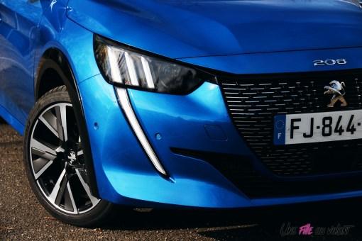 Comparatif Peugeot 208 0164 face avant détail feux