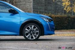 Comparatif Peugeot 208 0166 profil jantes face avant