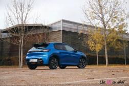 Comparatif Peugeot 208 arrière profil 0170