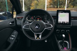 Comparatif Renault Clio 0186 intérieur volant combiné numérique