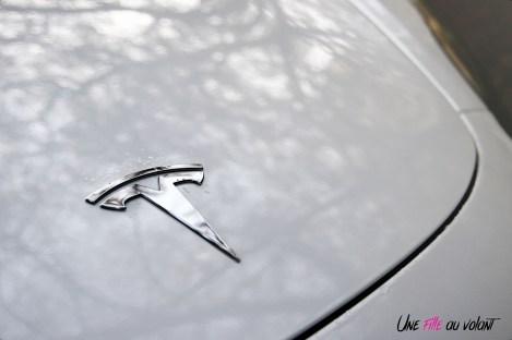 Essai Tesla Model 3 Performance 2019 logo capot
