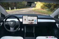 Essai Tesla Model 3 Performance 2019 intérieur volant écran tactile 15 pouces
