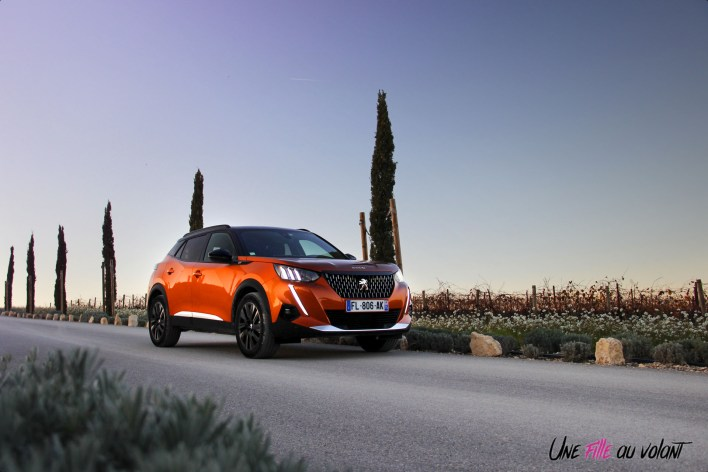Photo essai statique Peugeot 2008 2 orange fusion GT essence 201