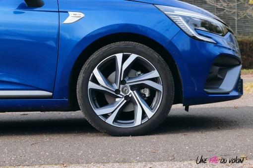 Photo essai Renault Clio 5 2019 jantes 17 pouces