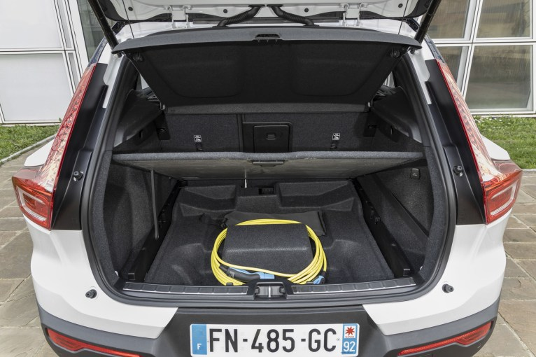 Photos Volvo XC40 T5 Recharge hybride rechargeable 2020 coffre cable recharge