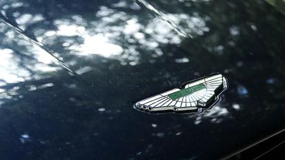Photos essai Aston Martin DB11 logo capot