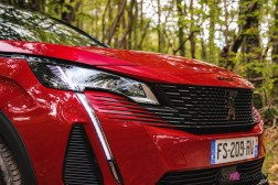 Photo calandre Peugeot 5008 restylée 2020