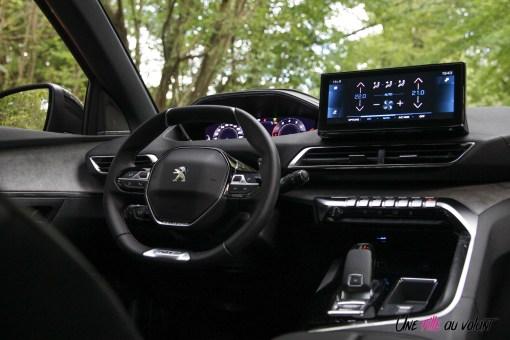 Photo poste de conduite Peugeot 5008 restylée 2020