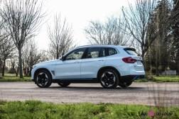 Photo profil arrière BMW iX3 2020