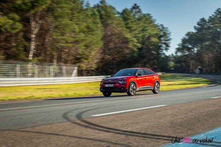 Photo dynamique Citroen C4 rouge Elixir 2021