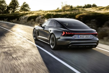 Photo arrière dynamique Audi E-Tron GT Quattro 2021