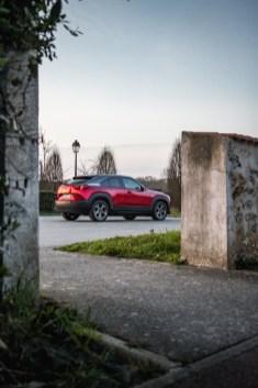 Photo portrait arrière Mazda MX-30 2021