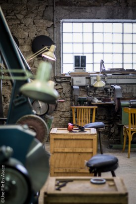 atelier de coutellerie de sauveterre de rouergue en aveyron - Photo Céline Schnell Une Fille En Alsace