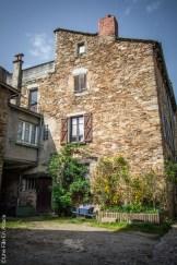 Sauveterre de Rouergue Segala Aveyron - Photo Céline Schnell Une Fille En Alsace