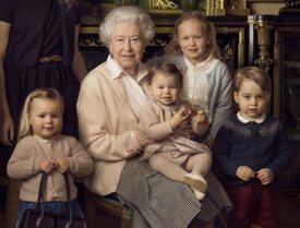 photos-90-ans-de-la-reine-elizabeth-george-charlotte-et-tous-les-autres-petits-autour-d-elle