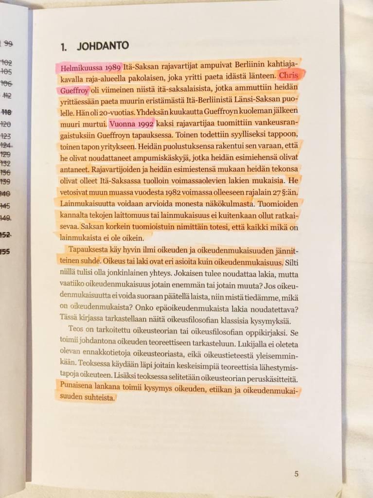 Oikiksen valintakoekirjan yliviivaus lukutekniikkana.