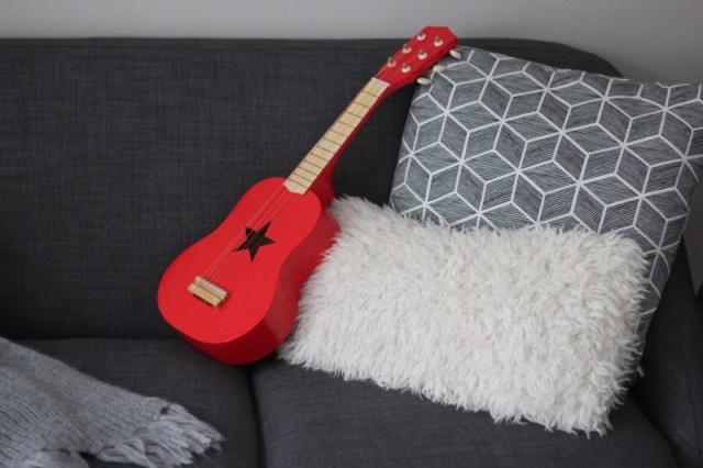guitare-rouge-enfant