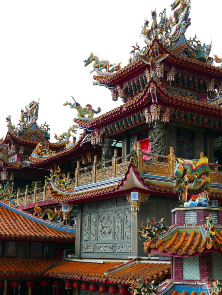 jiufen façade temple coloré